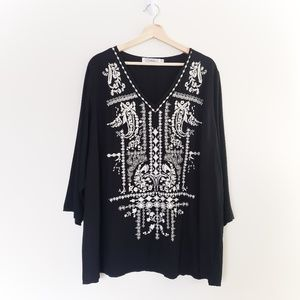 SOLITAIRE BLACK WITH WHITE EMBROIDERED SHIRT
